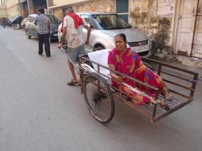 как индийците ползват рикши